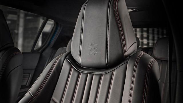 PEUGEOT 308 SW: asientos envolventes con detalle de pespunteado