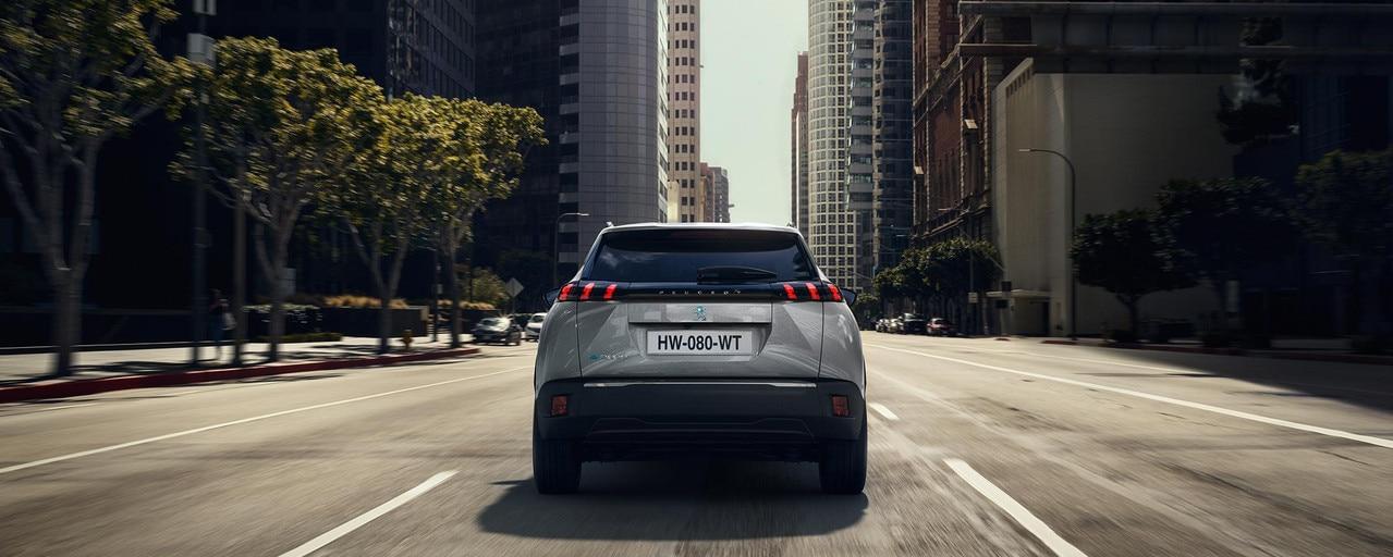 Nuevo SUV eléctrico PEUGEOT e-2008 para profesionales: el SUV compacto eléctrico potente, dinámico y eficiente