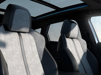 Nuevo SUV PEUGEOT 3008 HYBRID – tapicería y techo panorámico