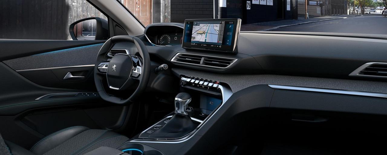 Nuevo SUV PEUGEOT 5008 para los profesionales: PEUGEOT i-Cockpit® modernizado con volante compacto, nuevo cuadro de mandos elevado y nueva pantalla táctil capacitiva