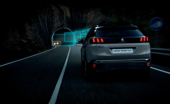 SUV PEUGEOT 3008 : Cambio automático de las luces de carretera