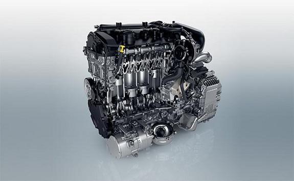 PEUGEOT 3008 HYBRID: potenza total de 225 cv: uno motor de gzolina de 180 cv con un motor electrico de 110 cv