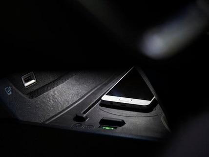 Sistema inalámbrico de carga de móviles, por inducción magnética - Nuevo familiar PEUGEOT 508 SW para profesionales