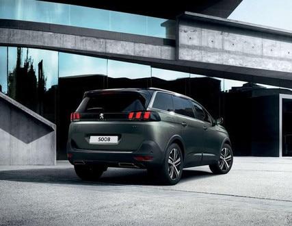 SUV Peugeot 5008 - Portón manos libres