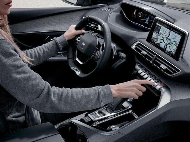 SUV Peugeot 5008 - Placer de conducción