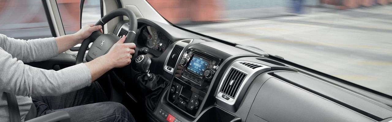 Peugeot Boxer Furgón volante salpicadero